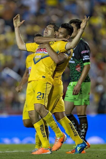 Jugó todo el partido, como defensa central tiró tres veces a gol, anotó...