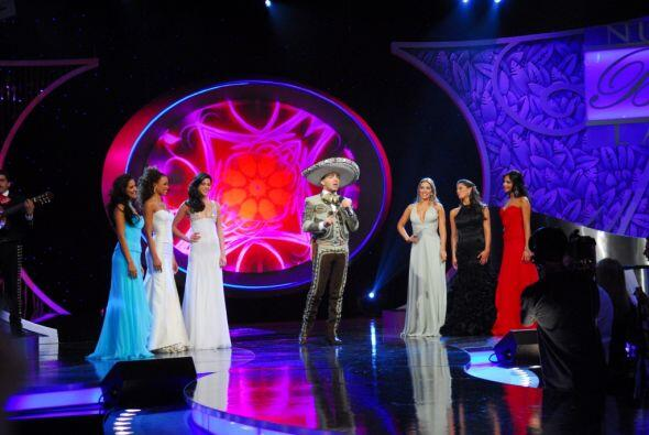 En este programa estuvo presente Cristian Castro, cantándole con mucho s...