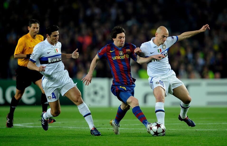 Messi y Suárez mantienen al Barcelona al acecho del Madrid GettyImages-9...