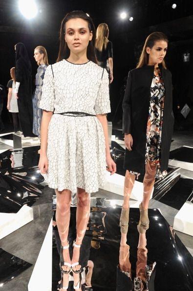 También forman parte de la colección vestidos de corte cl&...