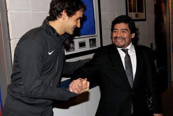 Maradona se mostró muy contento y efusivo al momento de saludar a...