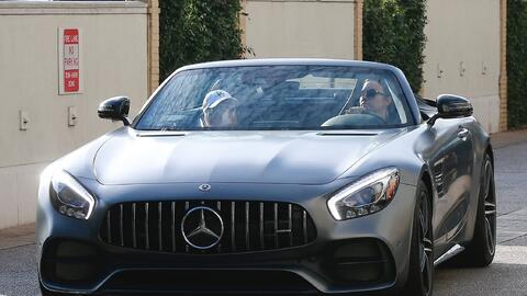 Demi Lovato en su Mercedes AMG GT C