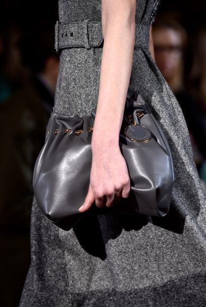 Si te gustaría llevar tus bolsos de esta manera elegante, sólo guarda la...