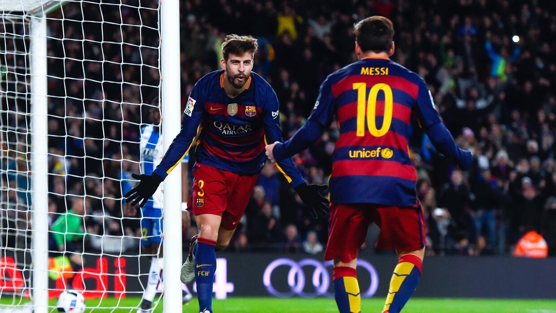 Piqué y Messi anotaron los goles del Barcelona.