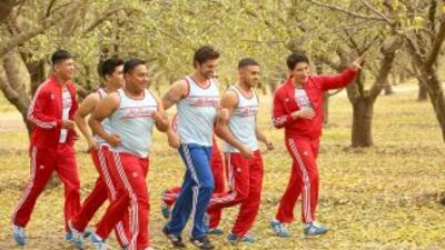 Juanes trota con los actores de la nueva película de Disney.