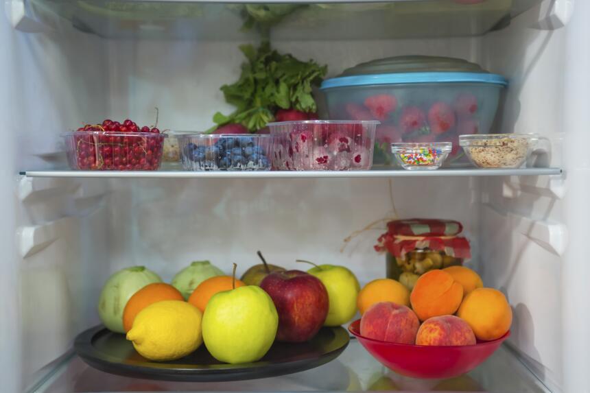 Las frutas y verduras deben ir en los cajones de abajo que es la parte m...