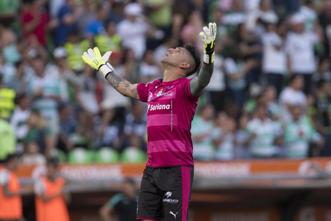 Emocionante empate entre Santos y Monterrey Gol Orozco celebra gol de Sa...