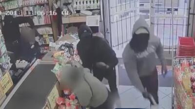 Autoridades de Houston ofrecen recompensa por información de tres sospechosos en un violento robo