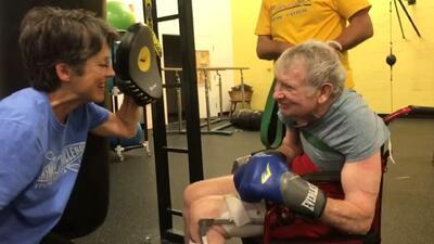 Mira cómo estos abuelitos desafían la enfermedad de Parkinson boxeando