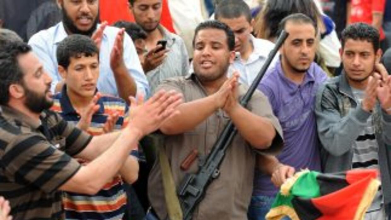 Los rebeldes ganaban terreno al oeste de la ciudad de Misrata al tiempo...