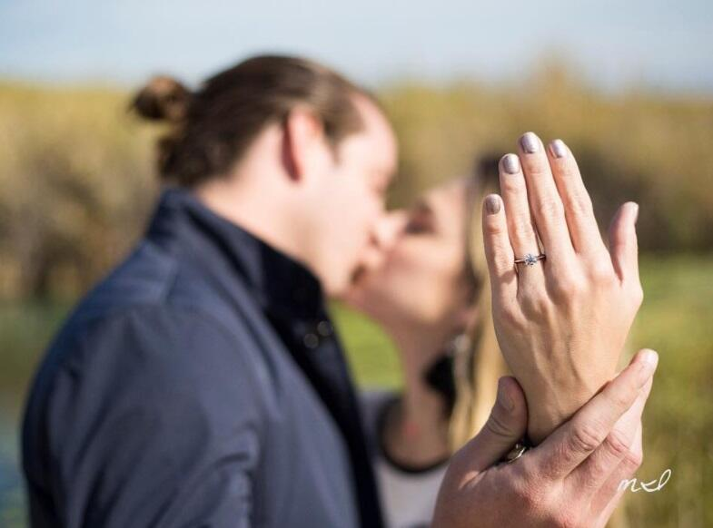 Juan Diego Covarrubias se comprometió con su novia, Edna Monroy e...