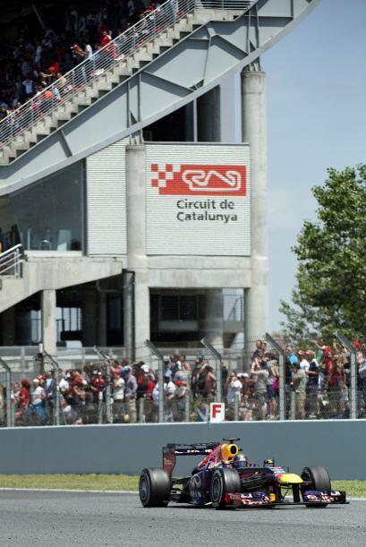 Dos vueltas después, Alonso y Massa comandaban la carrera, con Vettel a...