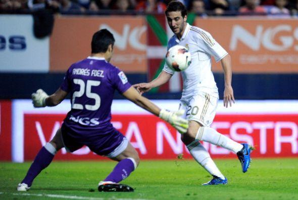 En una jugada colectiva, Gonzalo Higuaín se mandó un pique largo. El 'pi...