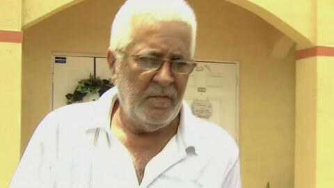 Un hombre mayor de 65 años enfrenta con sus propias manos a dos agresore...