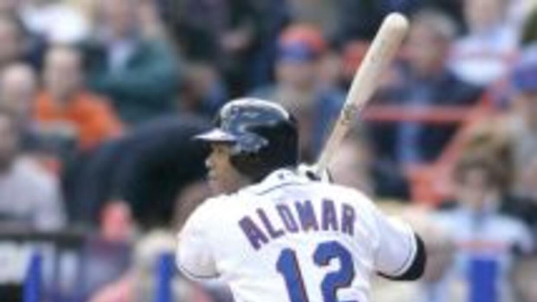Roberto Alomar fue inmortalizado en el Salón de la Fama del Béisbol de L...
