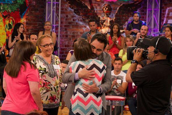 Además de felicitar a Luz por ver por primera vez a su madre, le mostró...