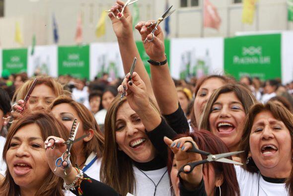 El récord Guinness de corte de cabello masivo en menor tiempo fue...