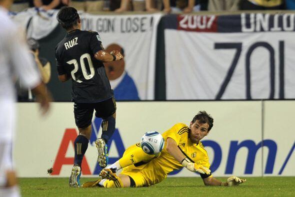 Pero en el segundo tiempo Carlos Ruiz trató de poner peligro pero Iker C...