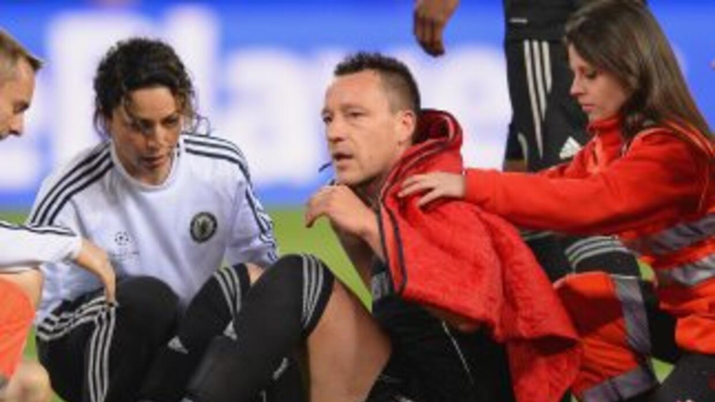 Terry salió lesionado en el partido en el que Chelsea igualó 0 - 0 ante...