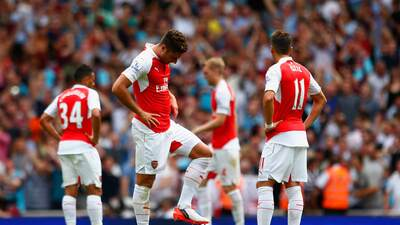 Arsenal debutó en la Premier con derrota