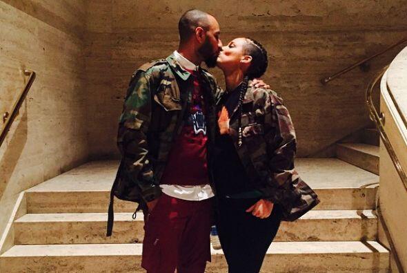 Esta casada desde 2010 con el rapero  Swizz Beatz.