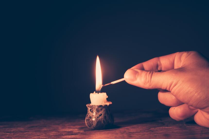 La vela ideal para comunicarte con los arcángeles  shutterstock-17777793...