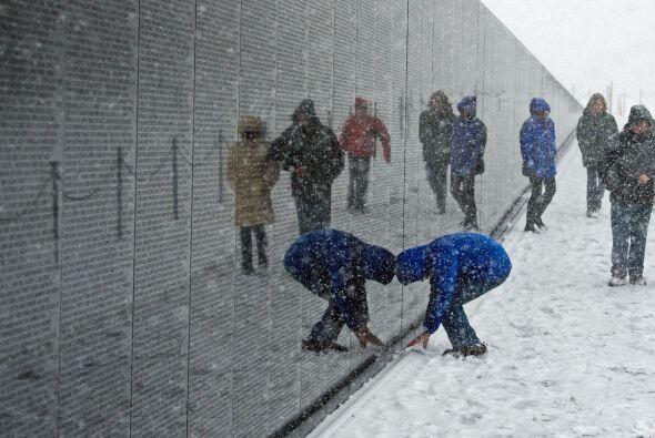 La gente tampoco dejó de visitar otros monumentos, como el dedicado a la...