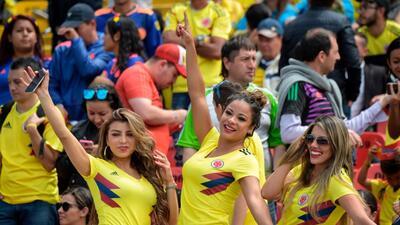 ¡Como héroes! Así recibieron a la selección cafetera a su llegada a Colombia