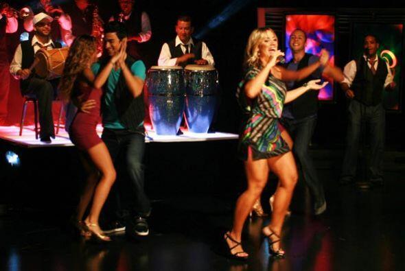 La puertorriqueña puso a bailar a todos en el estudio.