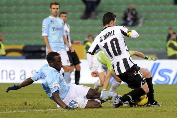 El goleador Antonio Di Natale hizo de las suyas en la segunda parte.