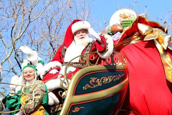 Santa también forma parte de desfiles navideños.