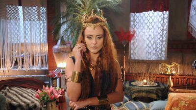Juliana Silveira interpreta a la reina Kalesi.