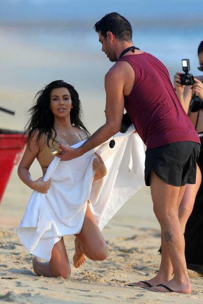 Usando únicamente un diminuto bikini presumió sus curvas. Mira aquí los...