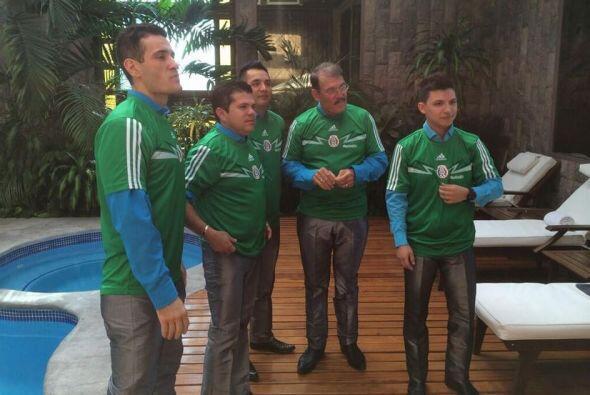 La Arrolladora  Qué mejor manera de expresar el amor por México que port...