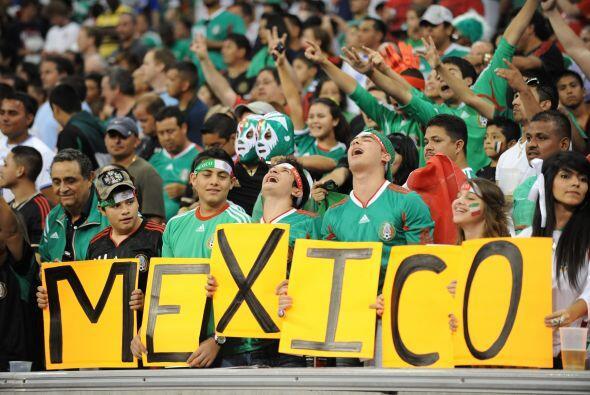 La afición mexicana incondicional como siempre en Houston.
