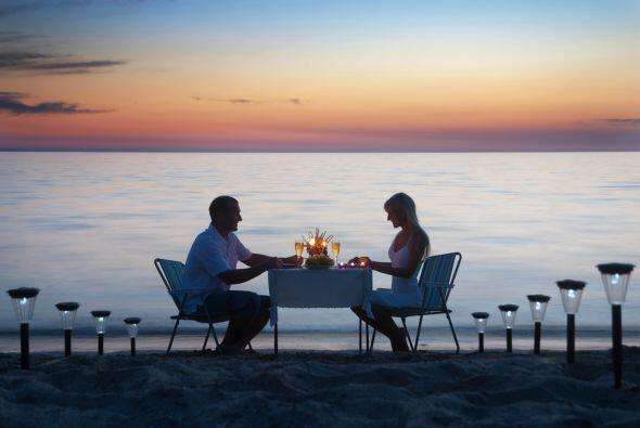 El arreglo sentimental llega en la mejor manera librana: una invitación...