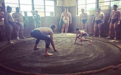 Tom Brady entrenando sumo en Japón… ¿Estará pensando en una nueva discip...