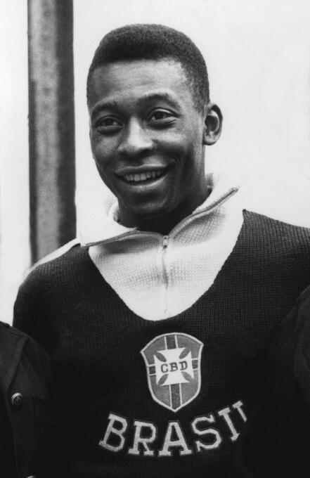 Aunque nunca se movió del Santos, Pelé es recordado como el mejor jugado...