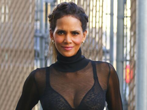 La actriz luce espectacular con extensiones y un cuerpazo de infarto a s...