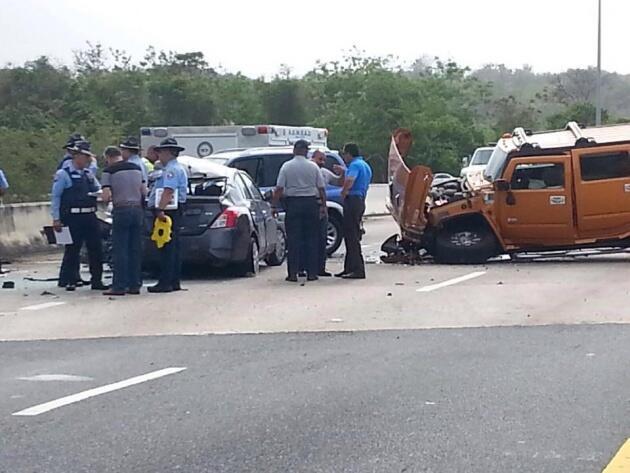 El accidente ocurrió cuando el conductor de una guagua marca Humm...