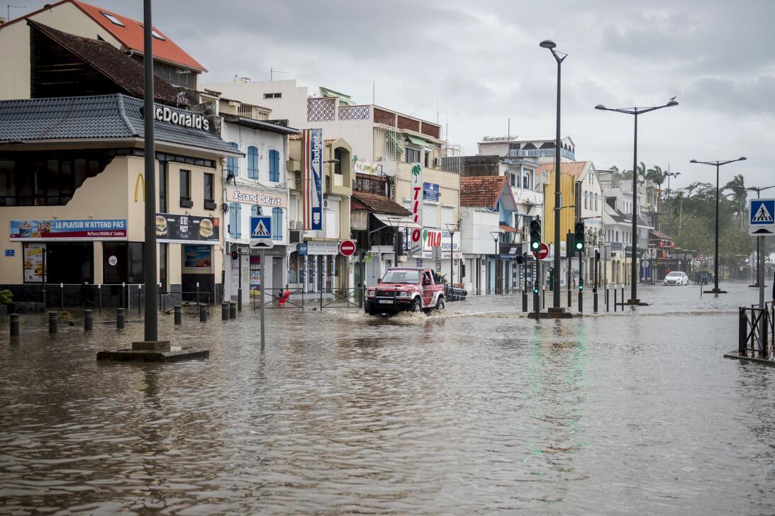 Una calle inundada por María en Fort-de-France, en la isla francesa Mart...