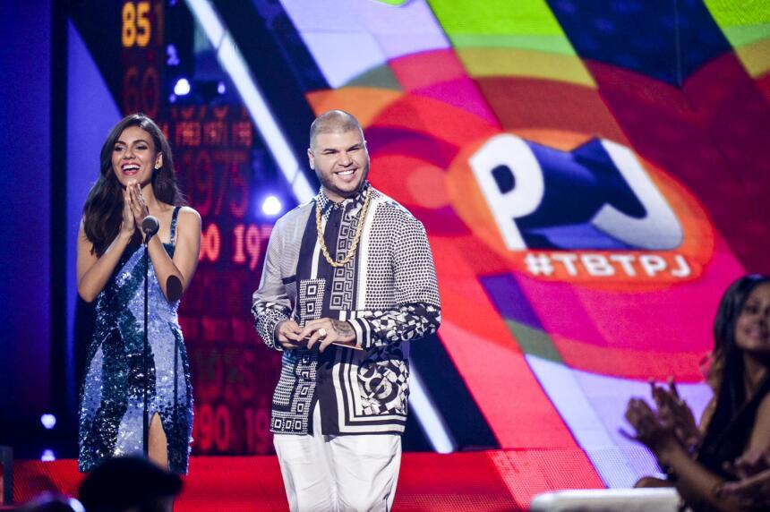 Victoria Justice y Farruko presentam a los nominados en la categoria de...