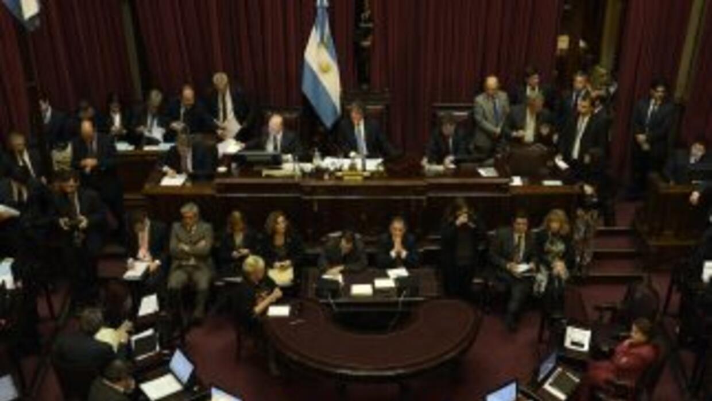 El oficialismo logró imponer su mayoría en el Senado argentino para apro...