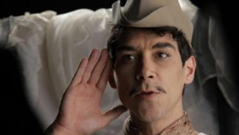 """El actor catalán """"scar Jaenada interpreta el papel del actor mexicano Ca..."""