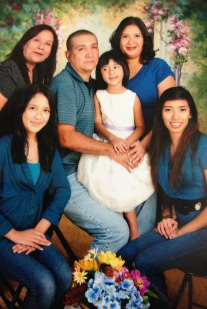 Elsa López nos envió esta bonita imagen de su querida familia. Recuerda,...