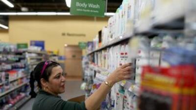 Una trabajadora en un supermercado