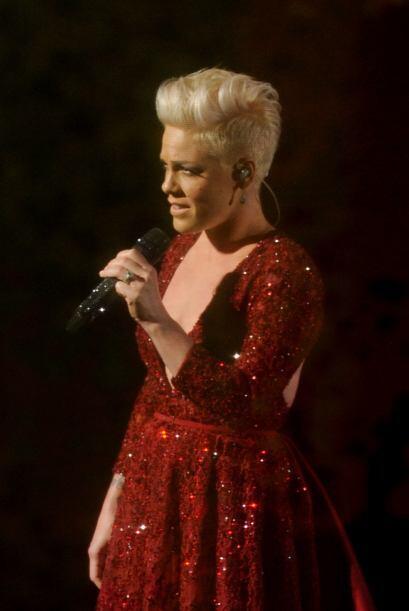 """La cantante Pink durante su actuación en la celebración de los """"scar en..."""