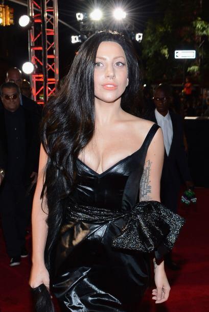 Lady Gaga, cuando decide vestirse de forma elegante, le gusta usar vesti...