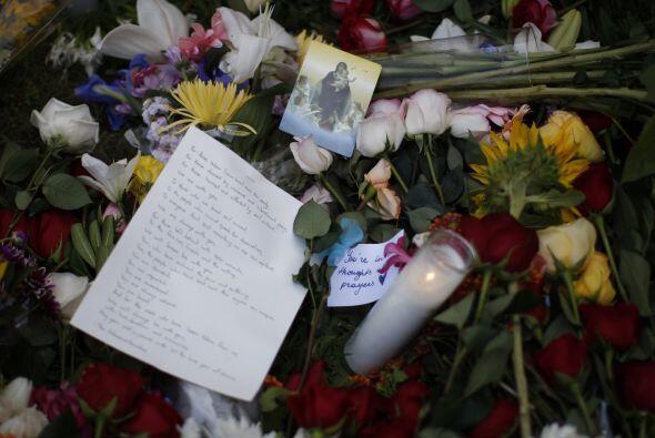Mensajes de despedida a los estudiantes que fallecieron.