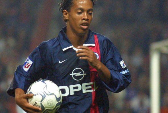 En sus inicios Ronaldinho fue ofrecido al Arsenal de Inglaterra pero el...